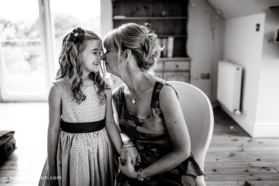 mum and daughter kiss at a wedding